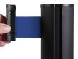 Fekete kordonoszlop, kék színű szalaggal